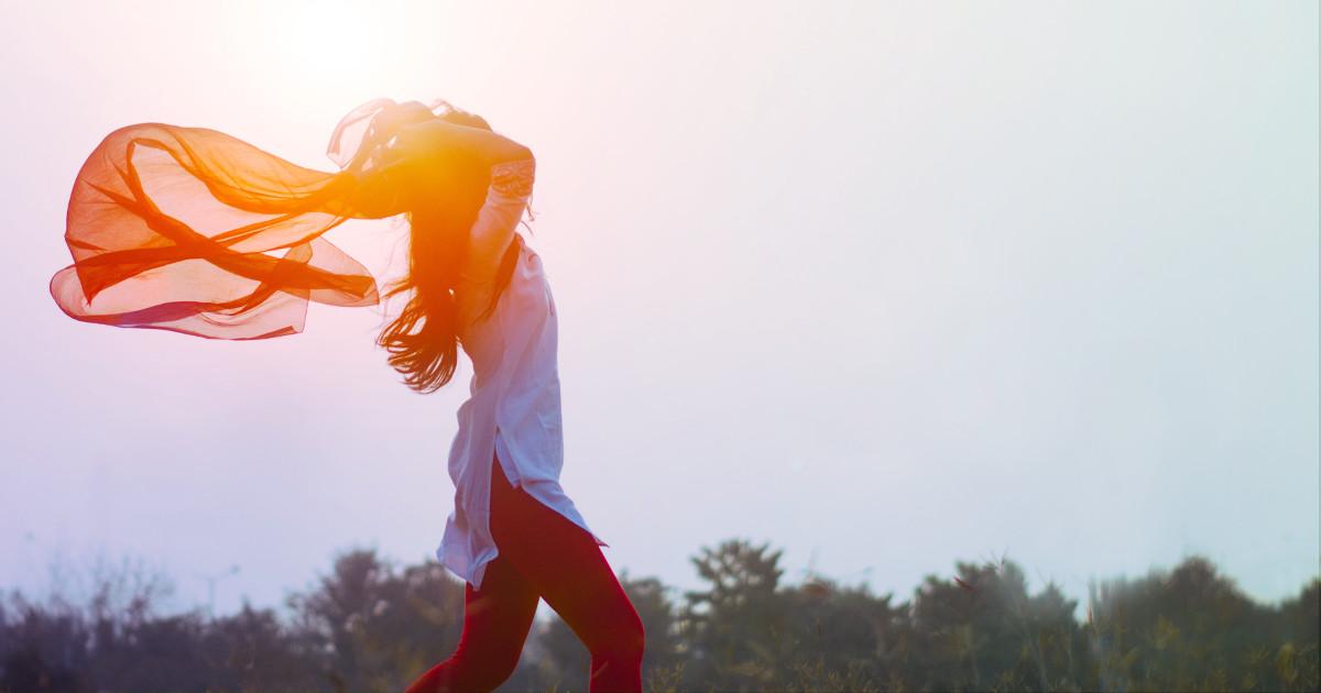 libération des énergies émotionnelles - retrouver son bien-être - Lorient - femme - joie